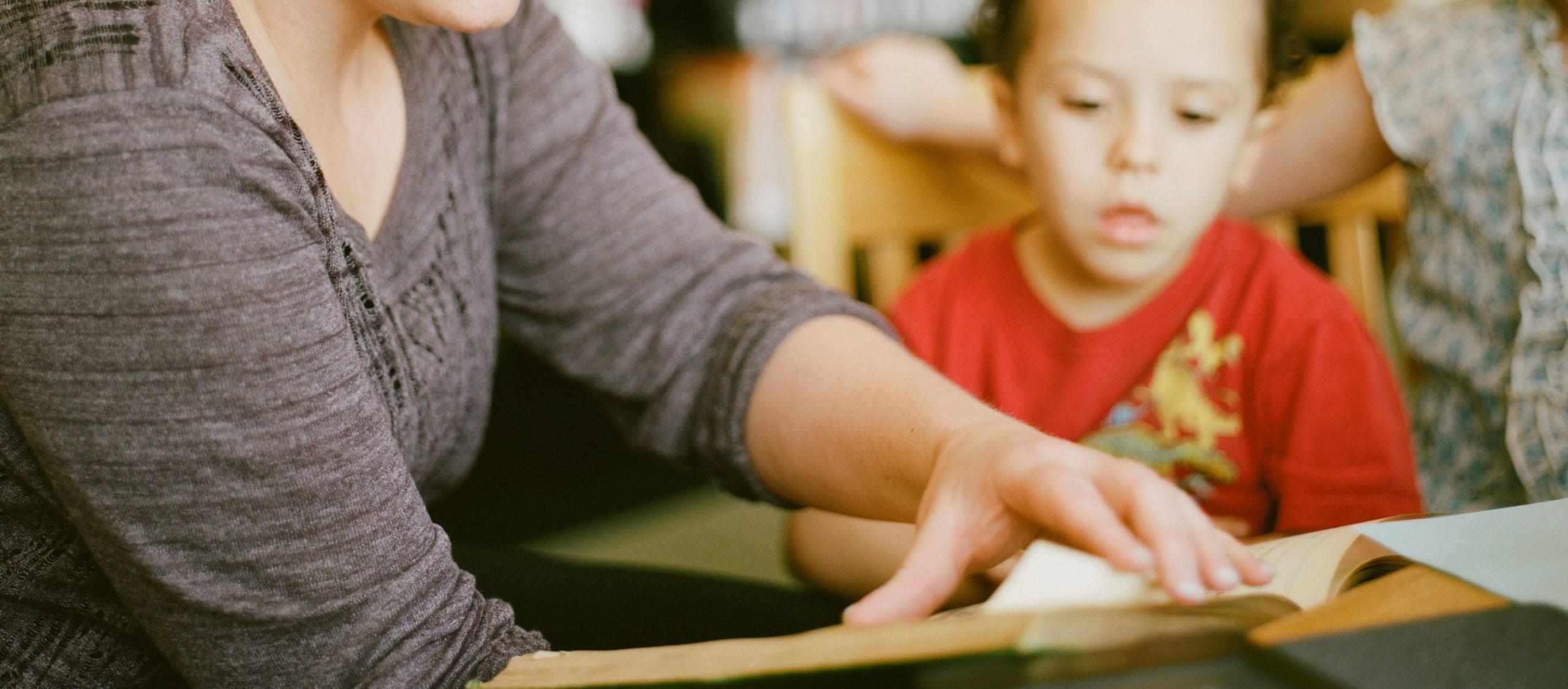 women-reading-to-kids-2-scaled.jpg